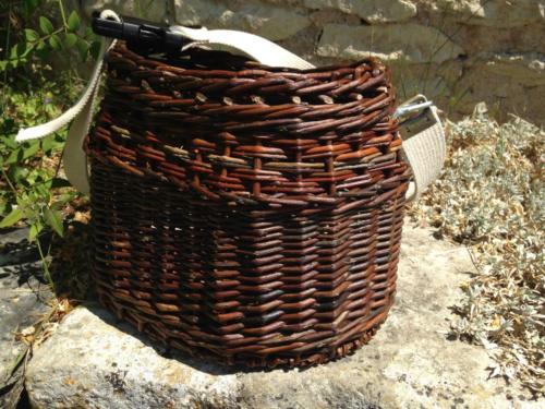 chamotte à cerises/ panier de cueillette se portant à la taille pour avoir les mains libres